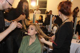 REVLON PROFESSIONAL crêpe le cheveu au défilé ALEXANDRE VAUTHIER.