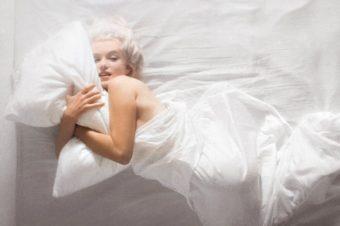 Question beauté : Le manque de sommeil provoque-t-il des rides ?